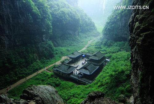 武隆:天坑三�~、龙水峡地缝+重庆都市三日游